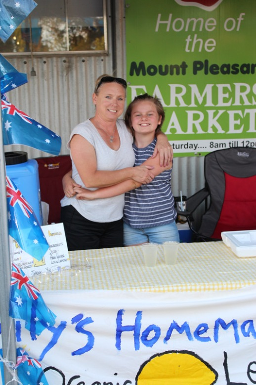 Emily-&-Louisa-Tzirso-@-Emily's-Homemade-Lemonade-Stand-at-the-Mt-Pleasant-Farmers-Market-Australia-Day-Eve-twilight-market